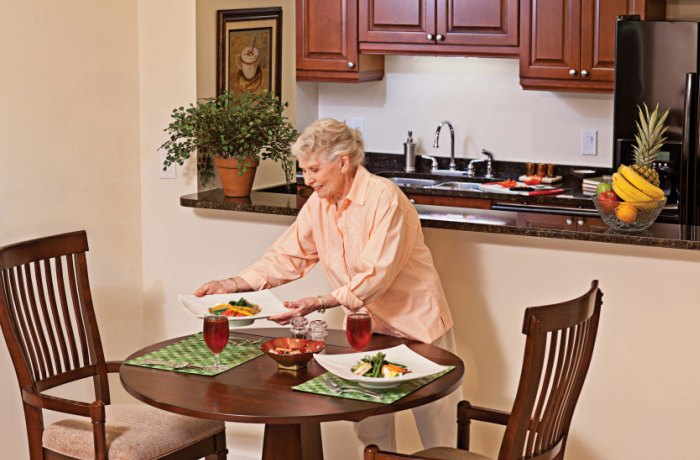 Enjoy meals in your own residence or one of three Lenbrook restaurants.