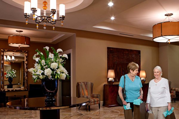 The beautiful lobby entrance welcomes residents home.